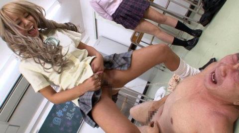 性的イジメの最近の手法がヤバい・・・放尿はガチでアカンってぇwwww(画像あり)・13枚目