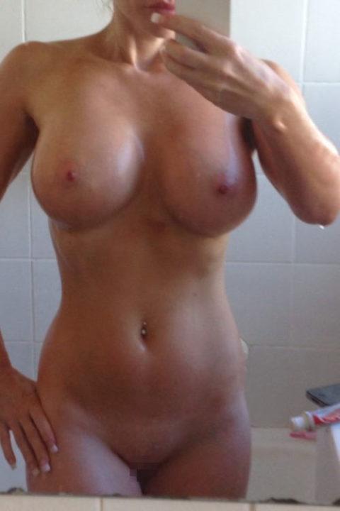 【自撮りエロ】お風呂での写メをうpしてしまった女の子。身体ヤバすぎwwwww・13枚目