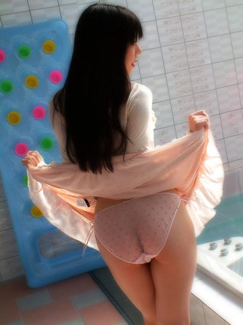 【下着エロ】お尻の割れ目がハッキリ分かる透けパンツまとめ。(34枚)・25枚目