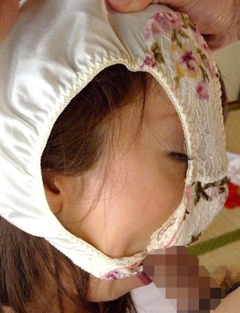 【エロ画像】自分のパンツを被ってるアホ女たちを撮影した画像集。。・4枚目