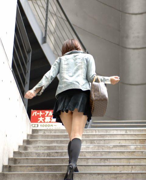 素人のパンチラを階段を利用して撮影してみた。。結局これが有能やったwwww(エロ画像)・14枚目