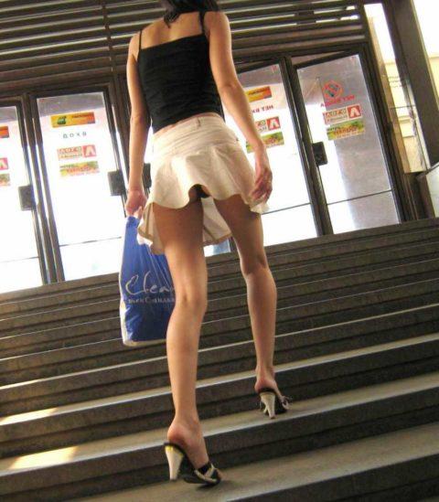 素人のパンチラを階段を利用して撮影してみた。。結局これが有能やったwwww(エロ画像)・16枚目
