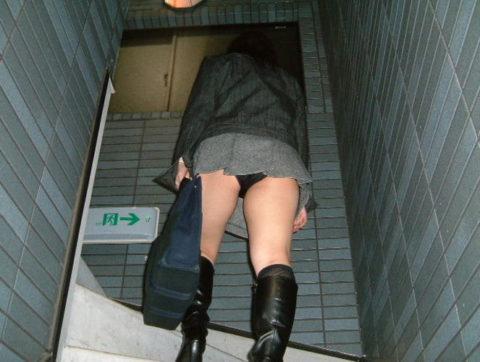 素人のパンチラを階段を利用して撮影してみた。。結局これが有能やったwwww(エロ画像)・24枚目