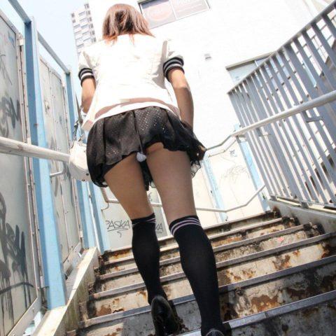 素人のパンチラを階段を利用して撮影してみた。。結局これが有能やったwwww(エロ画像)・25枚目