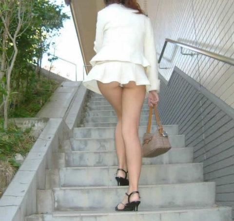 素人のパンチラを階段を利用して撮影してみた。。結局これが有能やったwwww(エロ画像)・7枚目