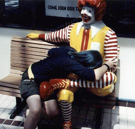 【エロ画像】世界的に有名なドナルドさん、世界の女たちに弄ばれる・・・・・2枚目