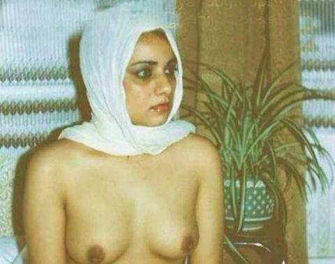 イスラム教徒の女さん、SNSに裸体をうp・・・これバレたらヤバいwwwwww(エロ画像)・8枚目