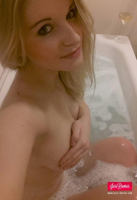 【自撮りエロ】お風呂での写メをうpしてしまった女の子。身体ヤバすぎwwwww・6枚目