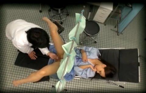 【エロ画像】思いっきり「手マン」してる産婦人科の診察がこちらwwwwww・8枚目