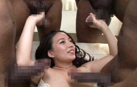 黒人チンポさん、日本人女の子を複数人で犯してしまう・・・(画像あり)・8枚目