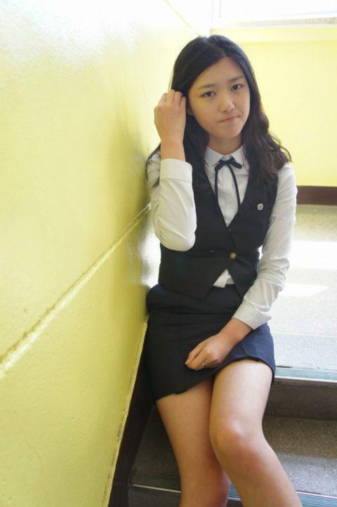 韓国の女子学生さん、ミニスカでお股を集中撮影されるwwwwww(22枚)・1枚目