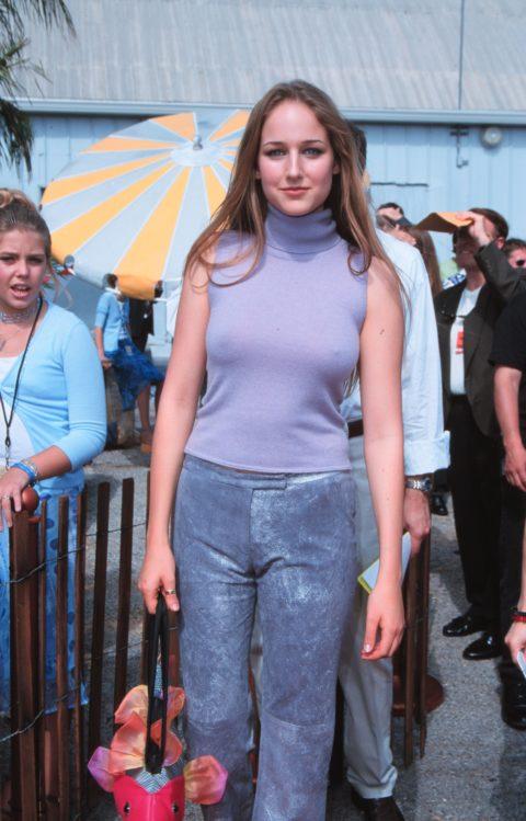 ハリウッド女優がノーブラで人前に出た結果。イイおっぱいやぁwwww(エロ画像)・1枚目