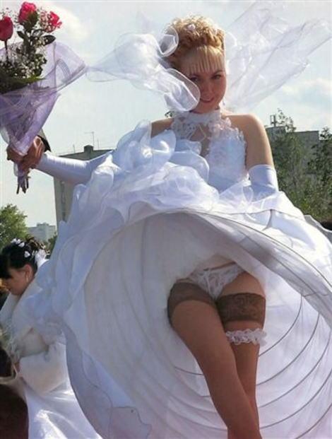 【エロ画像】ウエディングドレスの花嫁にありがちなハプニングwwwwww・10枚目