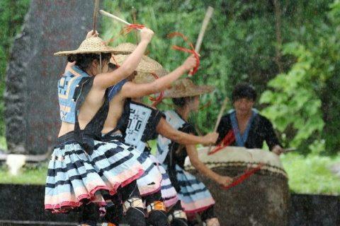 中国の少数民族の女さんの日常生活がエロいと話題に。(27枚)・9枚目