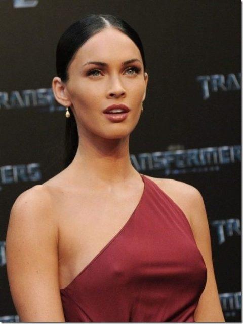 ハリウッド女優がノーブラで人前に出た結果。イイおっぱいやぁwwww(エロ画像)・10枚目