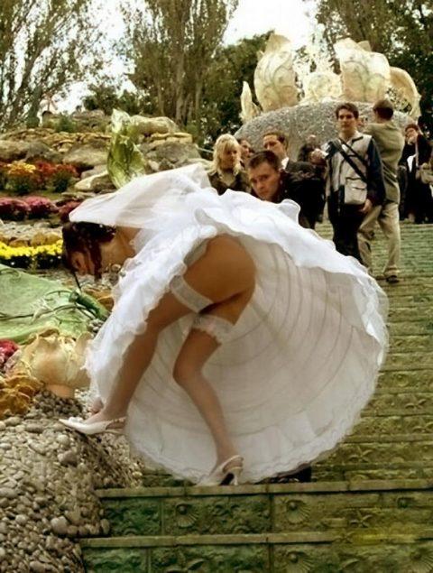【エロ画像】ウエディングドレスの花嫁にありがちなハプニングwwwwww・11枚目
