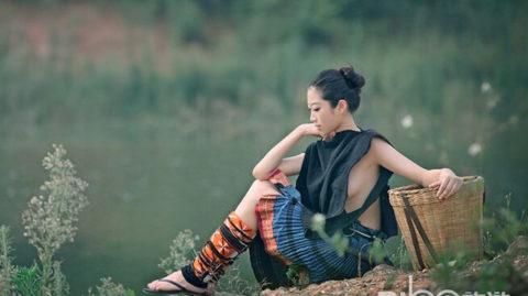 中国の少数民族の女さんの日常生活がエロいと話題に。(27枚)・11枚目