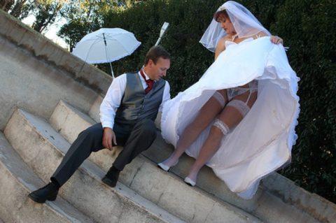 【エロ画像】ウエディングドレスの花嫁にありがちなハプニングwwwwww・13枚目