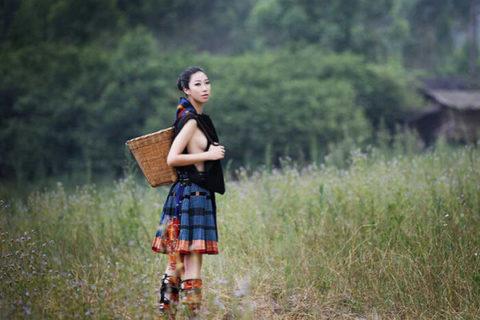 中国の少数民族の女さんの日常生活がエロいと話題に。(27枚)・12枚目