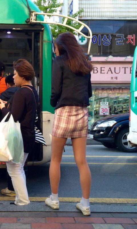 韓国の女子学生さん、ミニスカでお股を集中撮影されるwwwwww(22枚)・13枚目