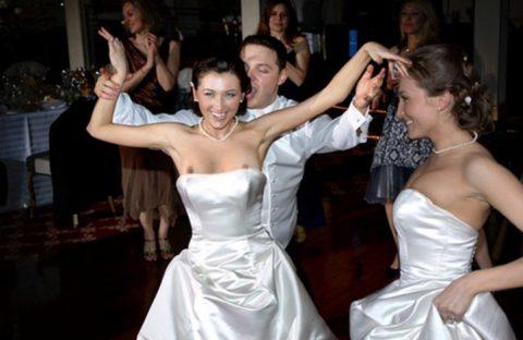 【エロ画像】ウエディングドレスの花嫁にありがちなハプニングwwwwww・14枚目