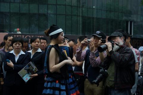 中国の少数民族の女さんの日常生活がエロいと話題に。(27枚)・16枚目