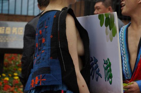 中国の少数民族の女さんの日常生活がエロいと話題に。(27枚)・17枚目