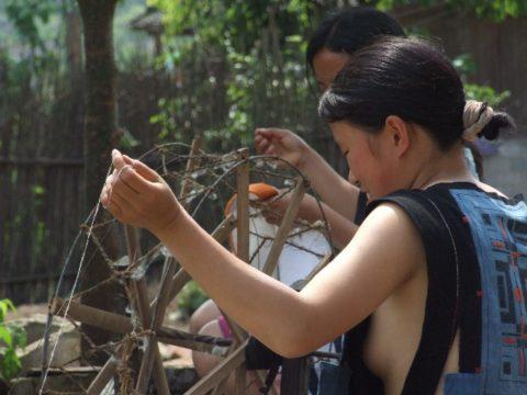 中国の少数民族の女さんの日常生活がエロいと話題に。(27枚)・18枚目