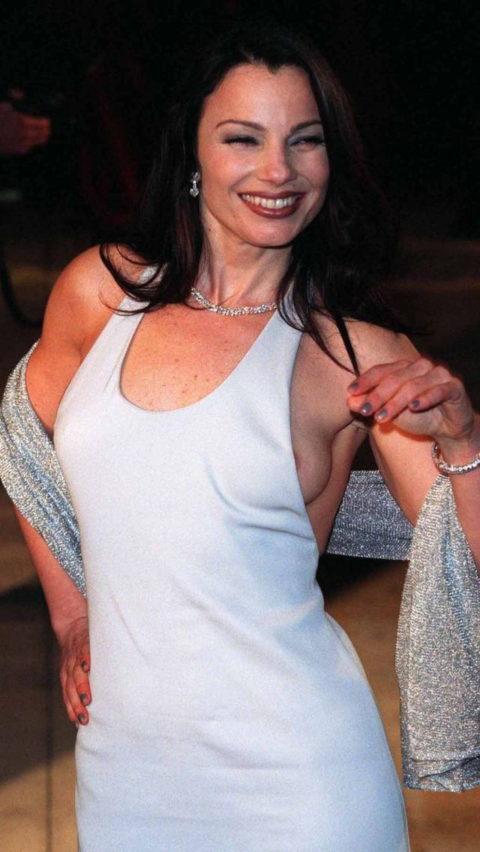 【ポロリ】レッドカーペットでチラチラ見せる有名女優の手口がこちら。(29枚)・2枚目