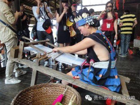 中国の少数民族の女さんの日常生活がエロいと話題に。(27枚)・19枚目