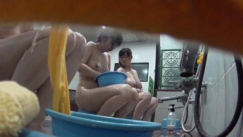 【女の湯】一度は見てみたい修学旅行生のお風呂場。これは盗撮したらアカンwwww・21枚目