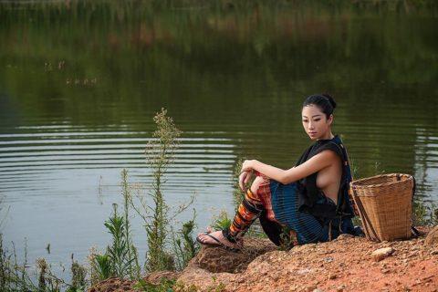 中国の少数民族の女さんの日常生活がエロいと話題に。(27枚)・22枚目