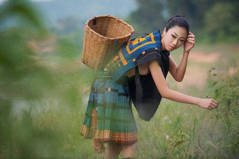 中国の少数民族の女さんの日常生活がエロいと話題に。(27枚)・24枚目