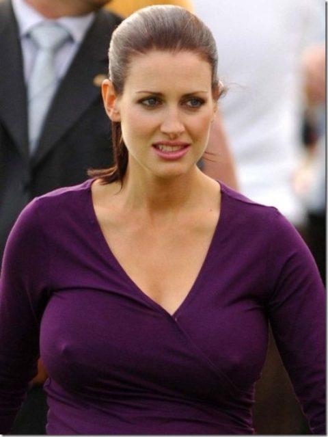ハリウッド女優がノーブラで人前に出た結果。イイおっぱいやぁwwww(エロ画像)・25枚目