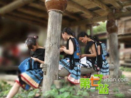 中国の少数民族の女さんの日常生活がエロいと話題に。(27枚)・27枚目