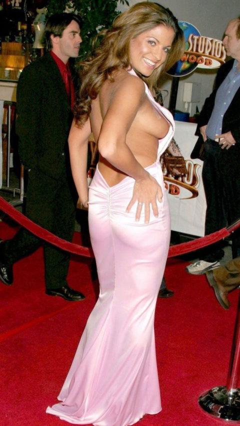 【ポロリ】レッドカーペットでチラチラ見せる有名女優の手口がこちら。(29枚)・29枚目
