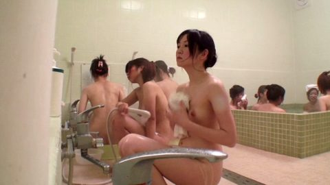 【女の湯】一度は見てみたい修学旅行生のお風呂場。これは盗撮したらアカンwwww・3枚目