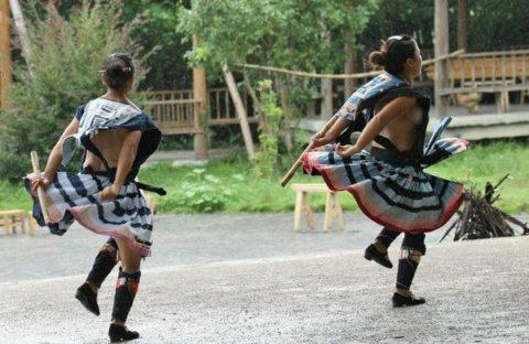 中国の少数民族の女さんの日常生活がエロいと話題に。(27枚)・3枚目