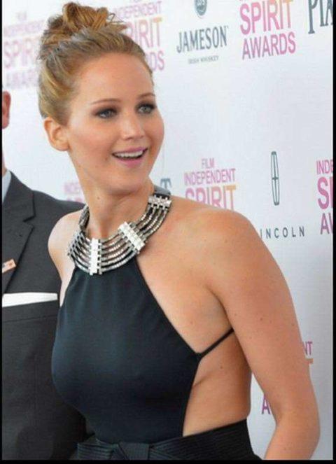 ハリウッド女優がノーブラで人前に出た結果。イイおっぱいやぁwwww(エロ画像)・29枚目