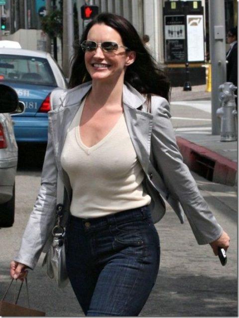 ハリウッド女優がノーブラで人前に出た結果。イイおっぱいやぁwwww(エロ画像)・31枚目