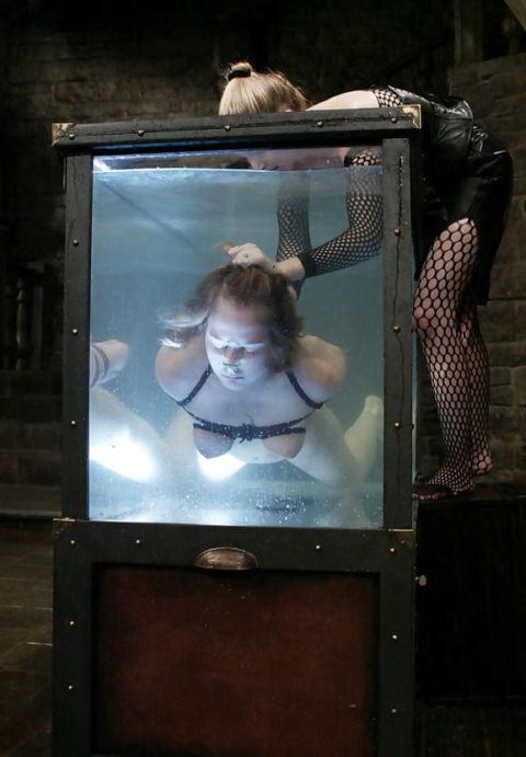 【エロ画像】素人諸君「水責め」はこうやってやるんだって見本・・・・1枚目