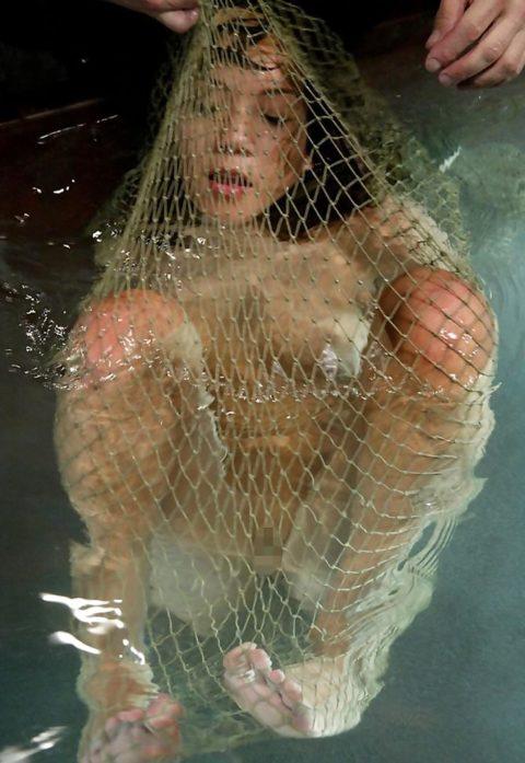 【エロ画像】素人諸君「水責め」はこうやってやるんだって見本・・・・11枚目