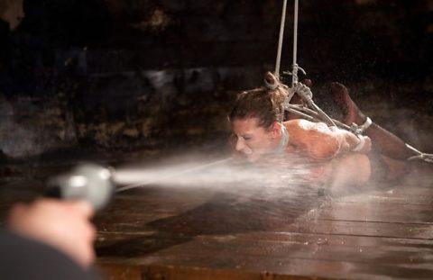 【エロ画像】素人諸君「水責め」はこうやってやるんだって見本・・・・14枚目