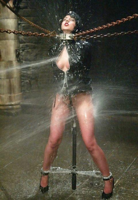 【エロ画像】素人諸君「水責め」はこうやってやるんだって見本・・・・19枚目