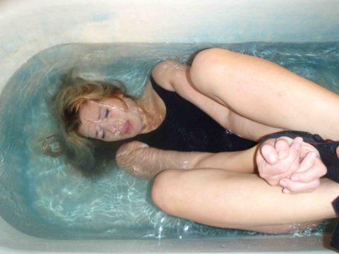 【エロ画像】素人諸君「水責め」はこうやってやるんだって見本・・・・4枚目