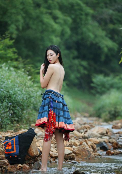 中国の少数民族の女さんの日常生活がエロいと話題に。(27枚)・4枚目