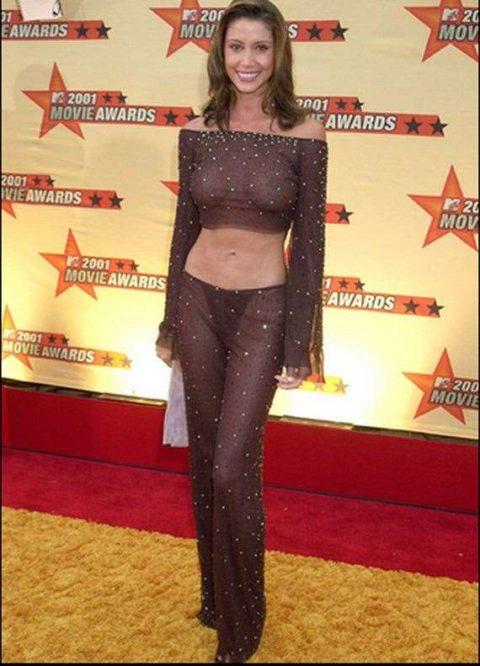 ハリウッド女優がノーブラで人前に出た結果。イイおっぱいやぁwwww(エロ画像)・4枚目