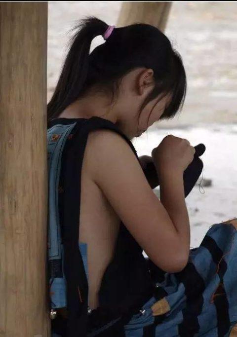 中国の少数民族の女さんの日常生活がエロいと話題に。(27枚)・5枚目