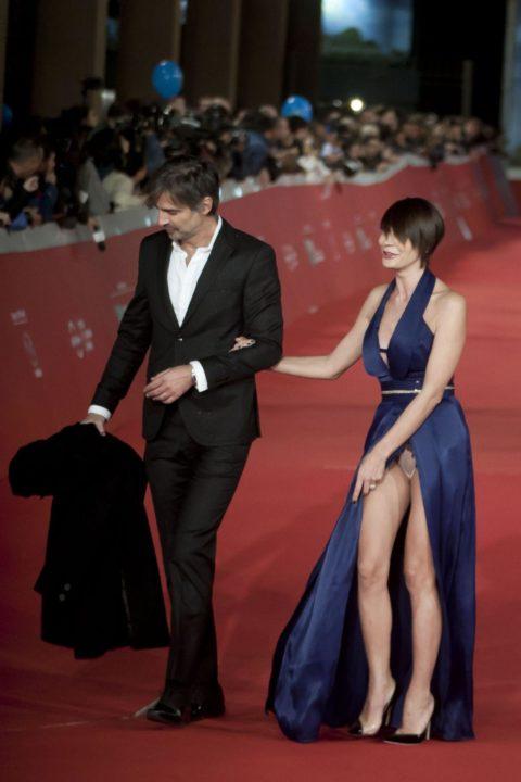 【ポロリ】レッドカーペットでチラチラ見せる有名女優の手口がこちら。(29枚)・5枚目