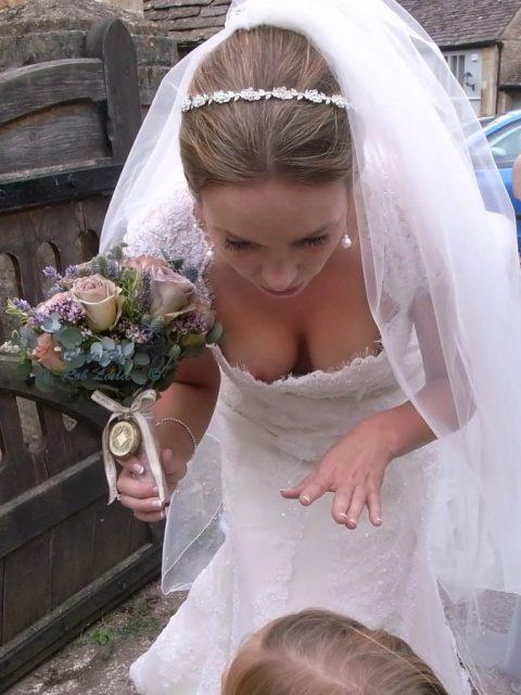【エロ画像】ウエディングドレスの花嫁にありがちなハプニングwwwwww・5枚目